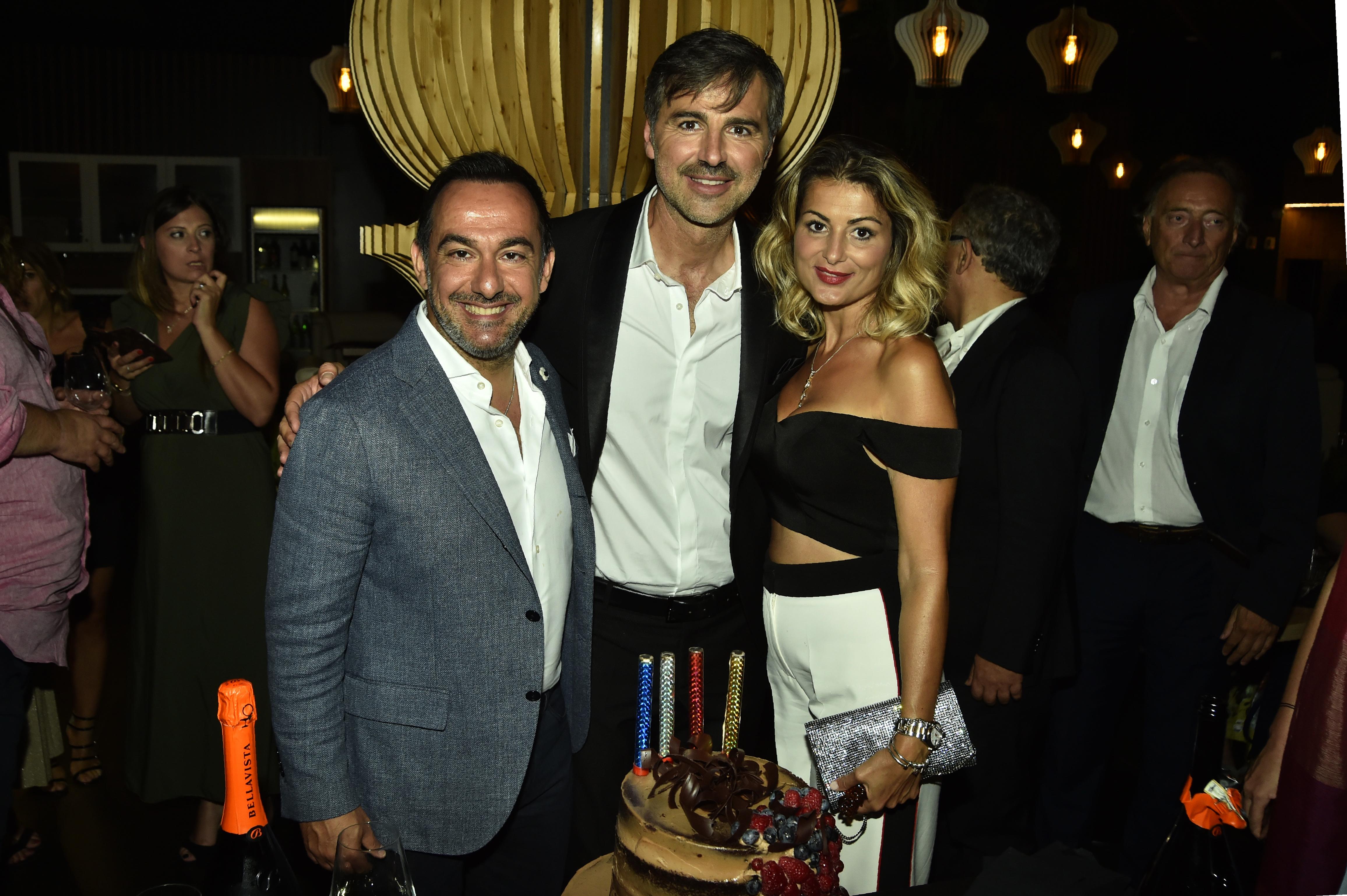 Beppe Convertini con Piero MAzzocchetti e la sua compagna