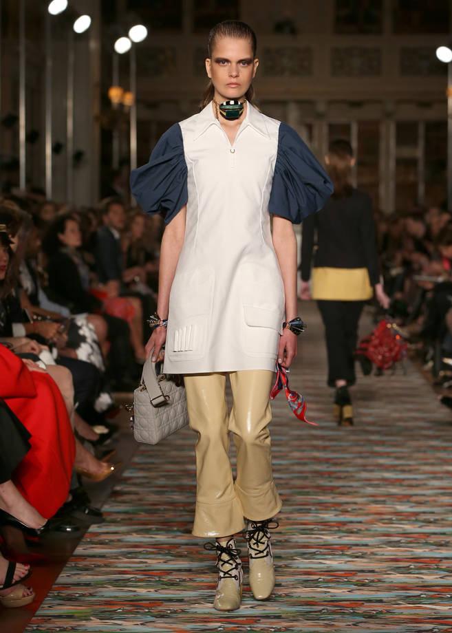 pantaloni-e-boots-in-pvc-color-crema