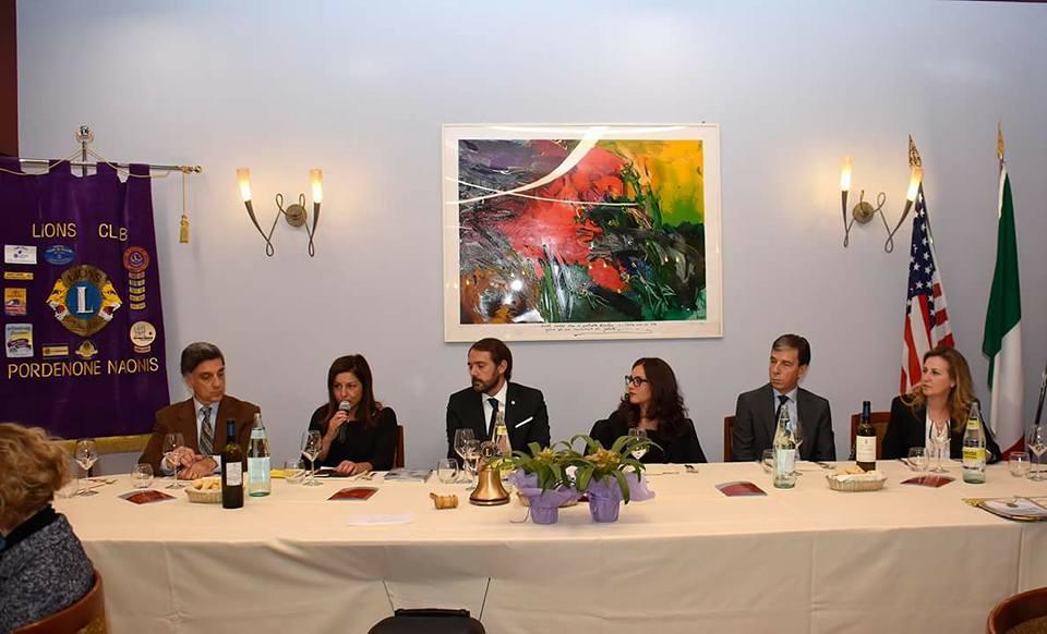 al-tavolo-presidenziale-durante-la-cena-del-lions-club-naonis