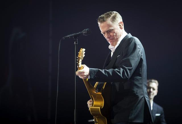 epa05132298 Canadian singer and guitarist Bryan Adams performs on stage during his 'Get up' Tour concert at the Vista Alegre square in Madrid, Spain, 28 January 2016. EPA/LUCA PIERGIOVANNI EDITORIAL USE ONLY/NO SALES