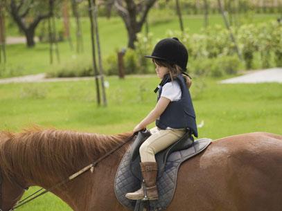 bambini-sui-pony-al-montebelli-agriturismo-e-country-hotel_viaggi-in-famiglia_1