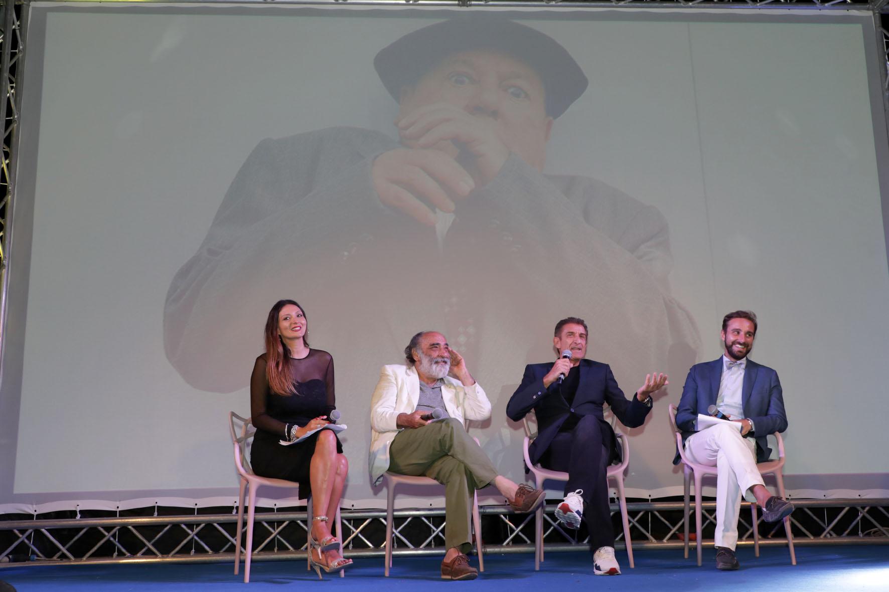 La Malfa, Haber, Greggio e Cavaleri durante il ricordo di Paolo Villaggio.