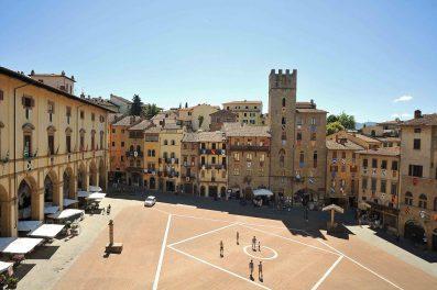 Alla fiera antiquaria di arezzo il primo raduno dei dandy for Arezzo antiquariato