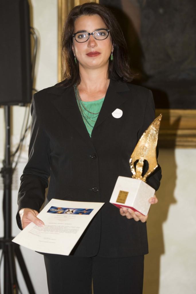 Premio allo scrittore Shukri al – Mabkhout, ritira l'addetta stampa Ester Hueting delle Edzioni e/o