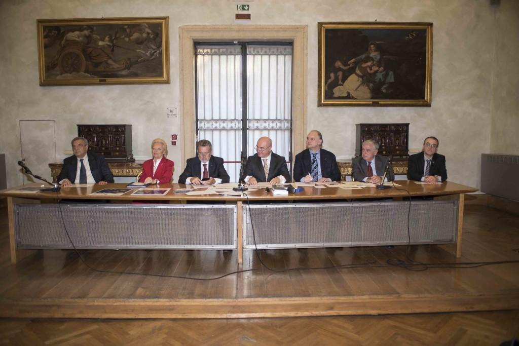 Da sinistra a destra: Dante Maffia, Luisa Gornai, Carlo Sgandurra, Domenico Cambareri, Furio Ruggiero, Ernrico Iacometti, Alessandro Marrone