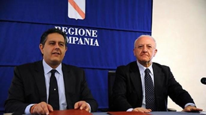 Governatori-Giovanni-Toti-e-Vincenzo-De-Luca-durante-laccordo-sulleconomia-del-mare