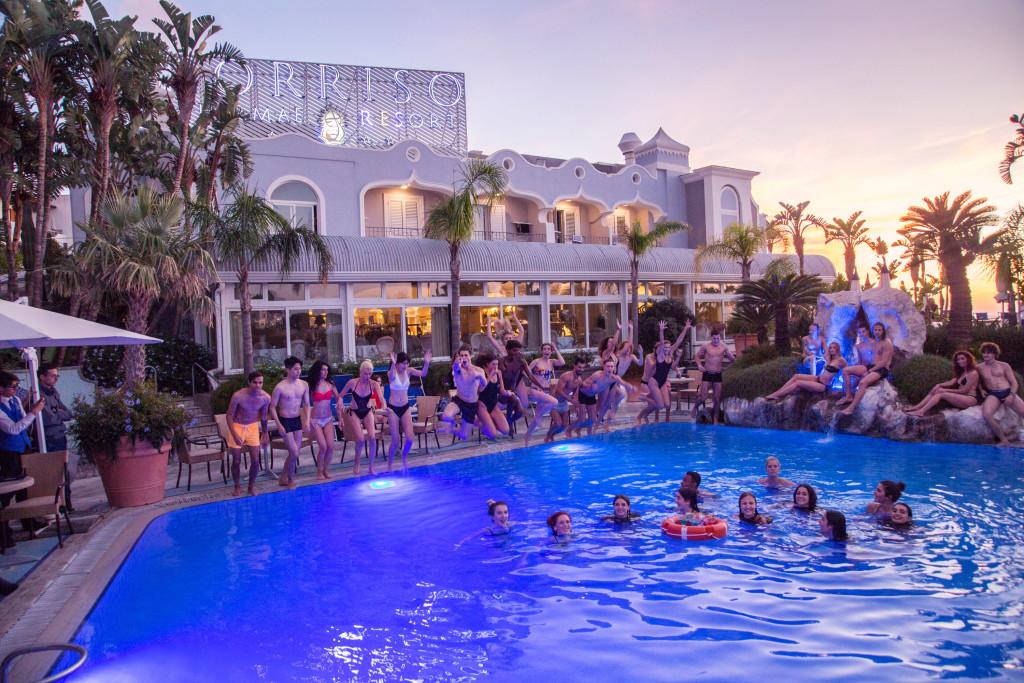 step2 bagno in piscina termale con aperitivo al Sorriso Resort