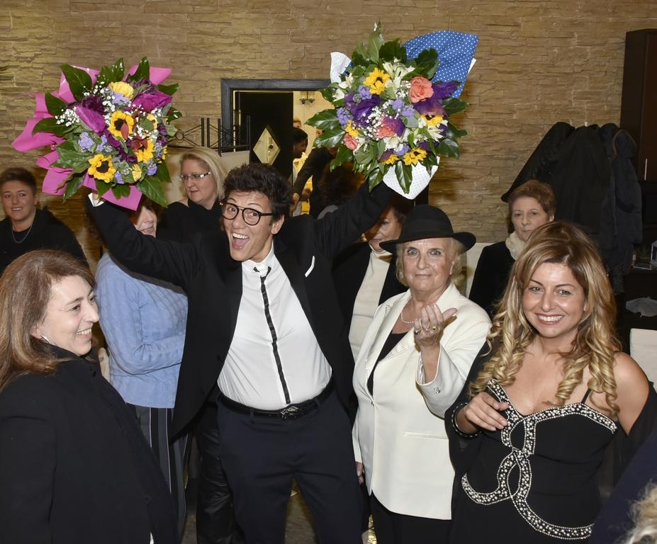 con i fiori imma Battaglia, Maria Laura Annibali, Lisa Bernardini