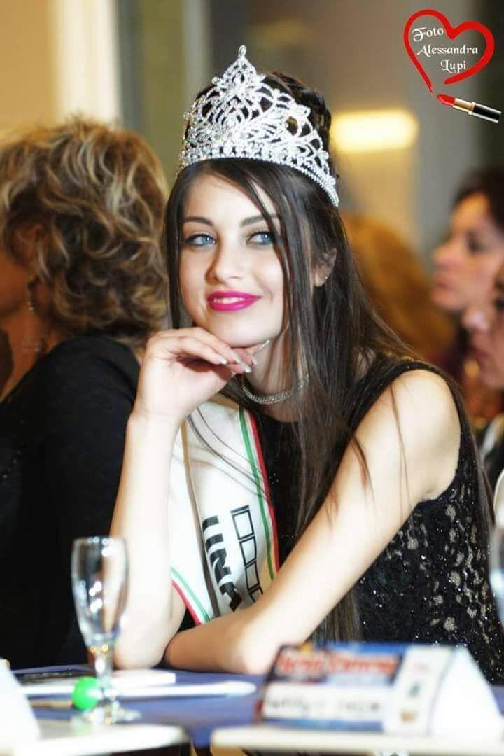 Intervista  -L'elegante bellezza della raffinata e seducente attrice Elisa Pepe Sciarria.