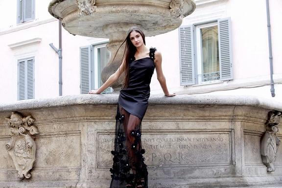 Bellezza sofisticata e semplicità negli abiti di Vanessa Villafane da Roma a Dubai approda alla Monte-Carlo Fashion Week 2018