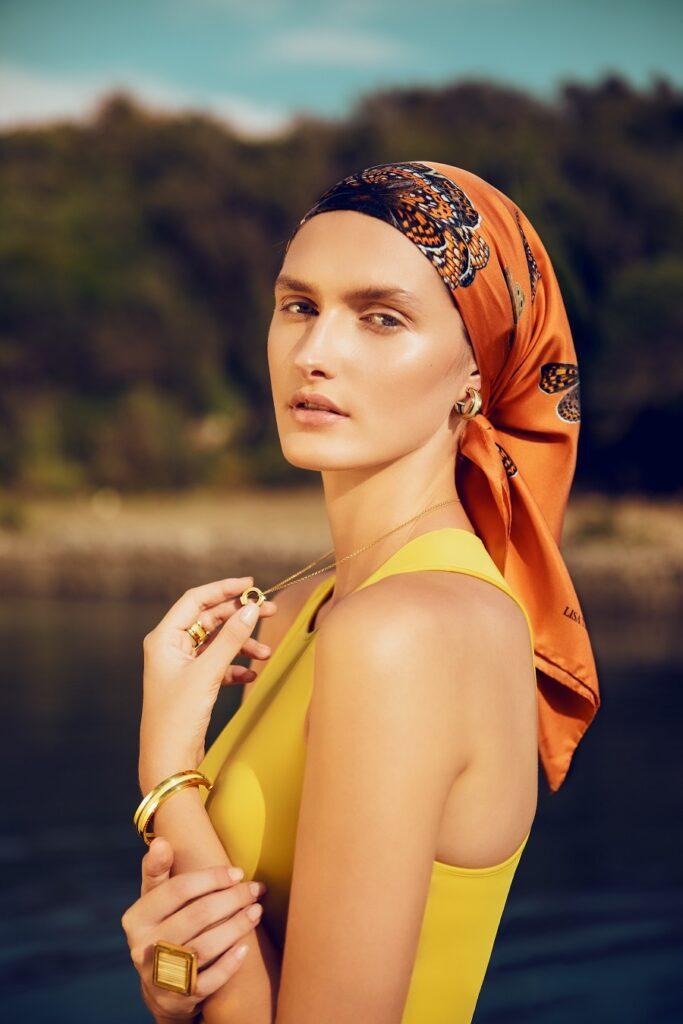 Lisa Tibaldi Terra Mia foulard e gioielli 2021