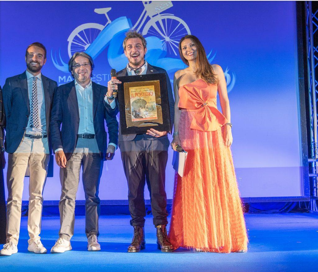 Il vice direttore nazionale TGR RAI Roberto Gueli premia Paolo Ruffini